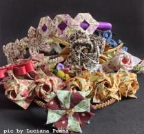 tiaras com flores em tecido