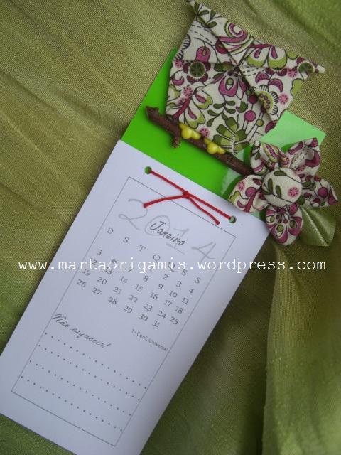 calendário de coruja e flor de fuxico